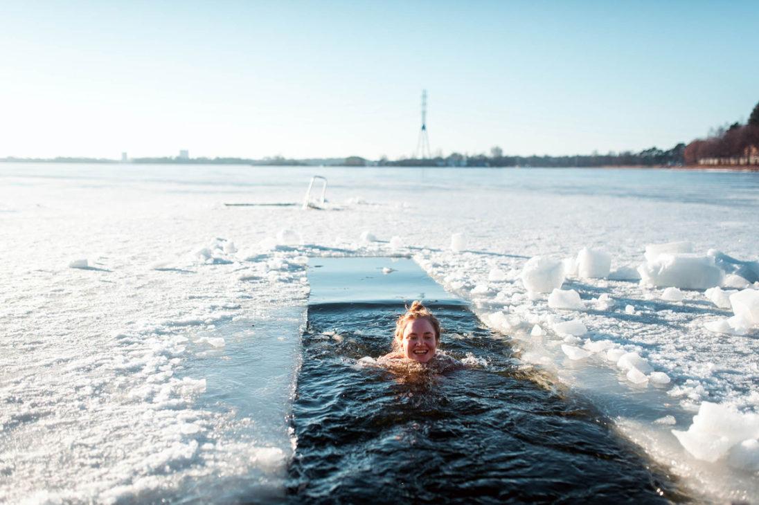 Eislochschwimmen