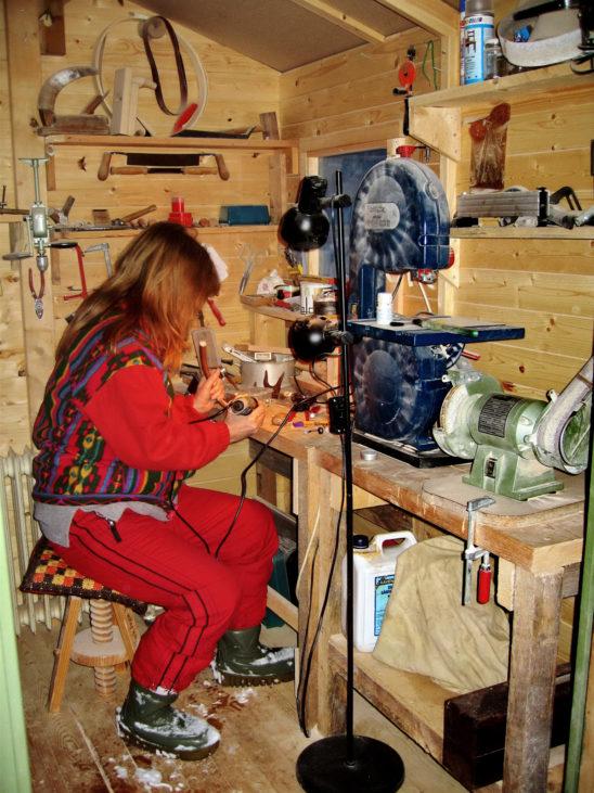 Brigitte in der Werkstatt