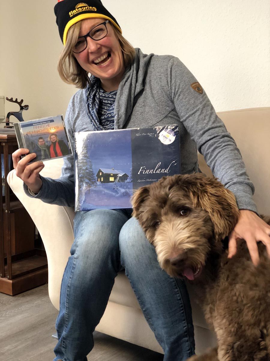 Claudia Sobiray von Fintouring mit Bürohund Willy