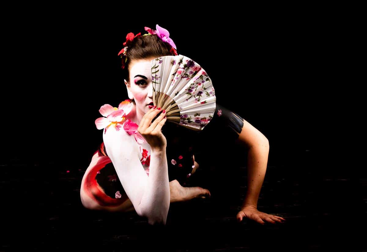 (Photo: Jean Claude Néron) This artwork belongs to the Geisha Photo Exhibiton and has the title: Don't judge a book by it's cover