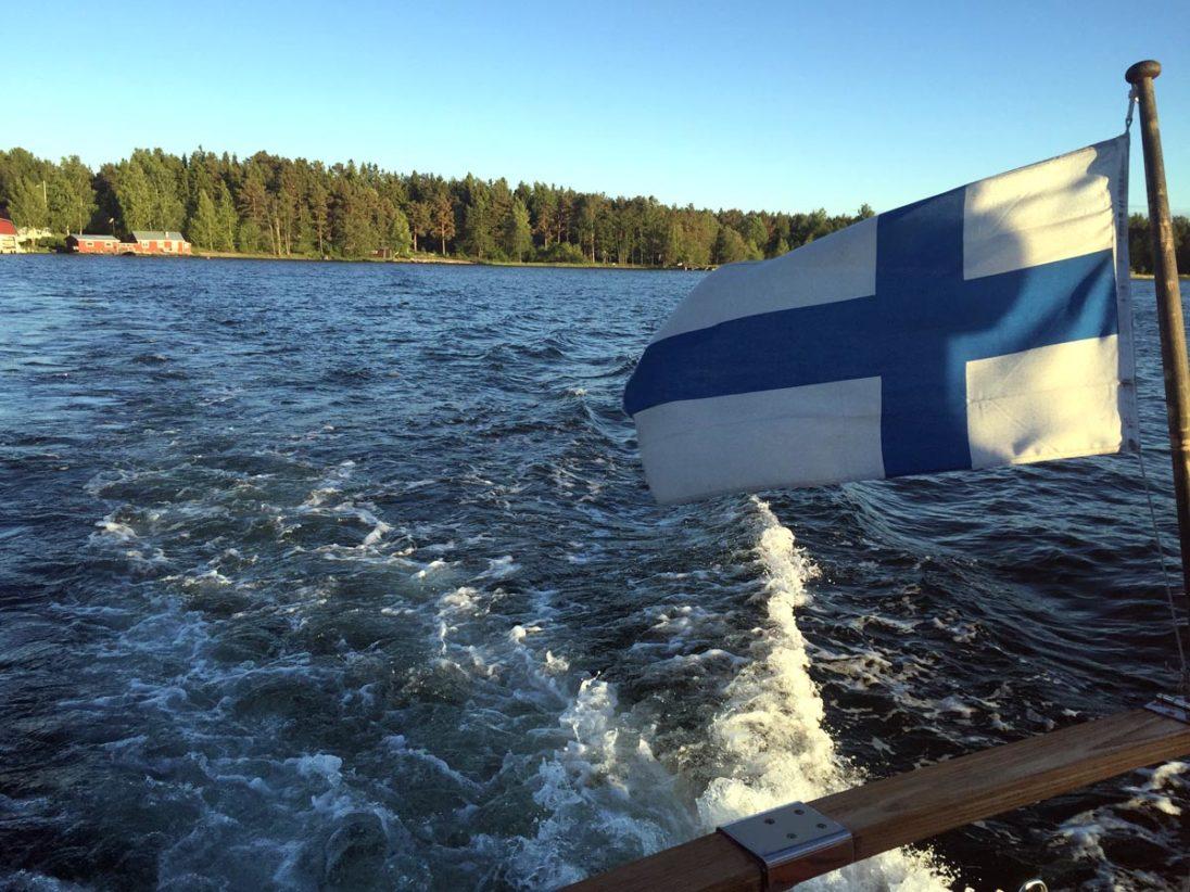 Finnland - Blick auf den See vom Boot aus