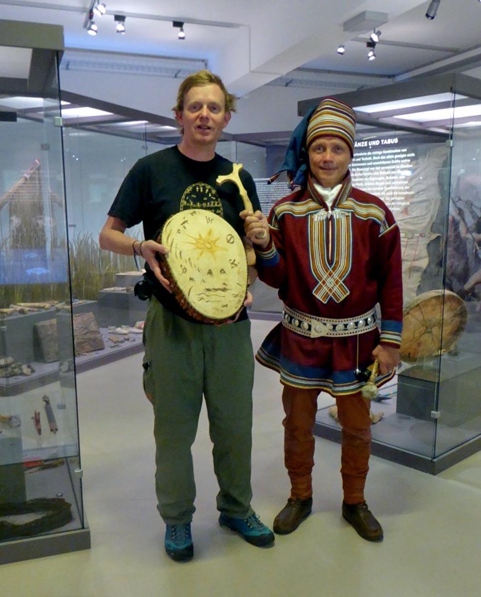 Hans-Peter und Aillos mit Trommel