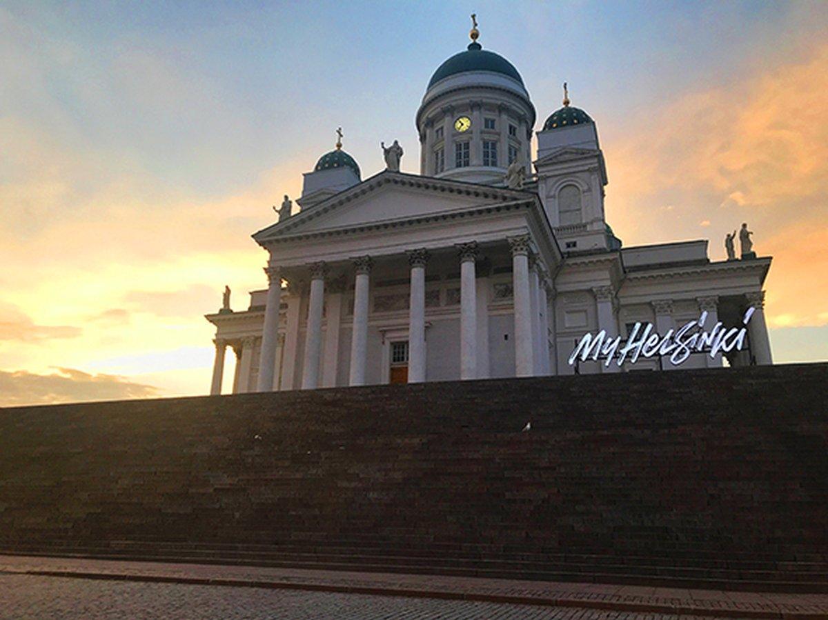 Der weiße Dom am Senatsplatz in Helsinki