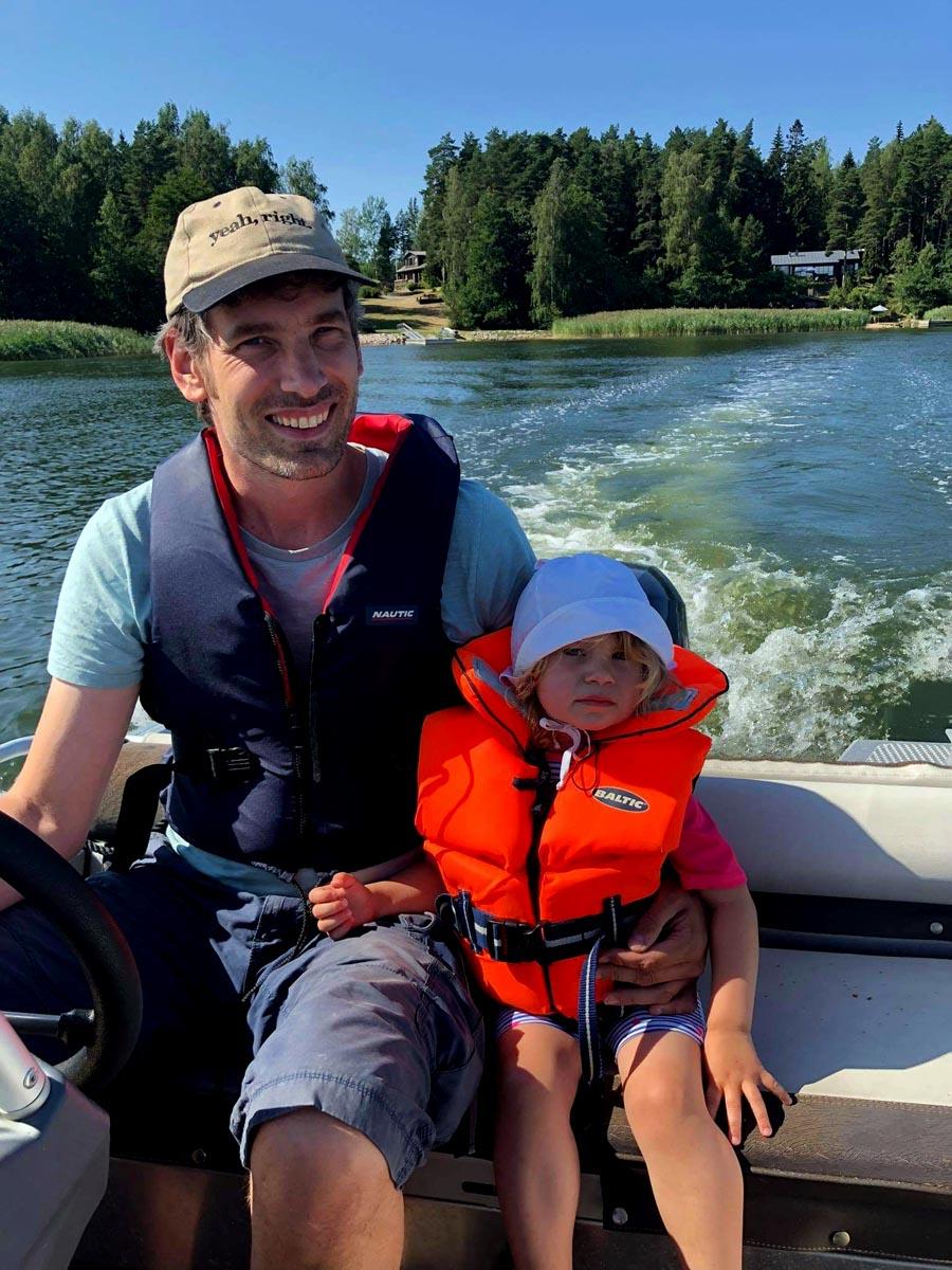Henrik Apfelstaedt beim Bootfahren