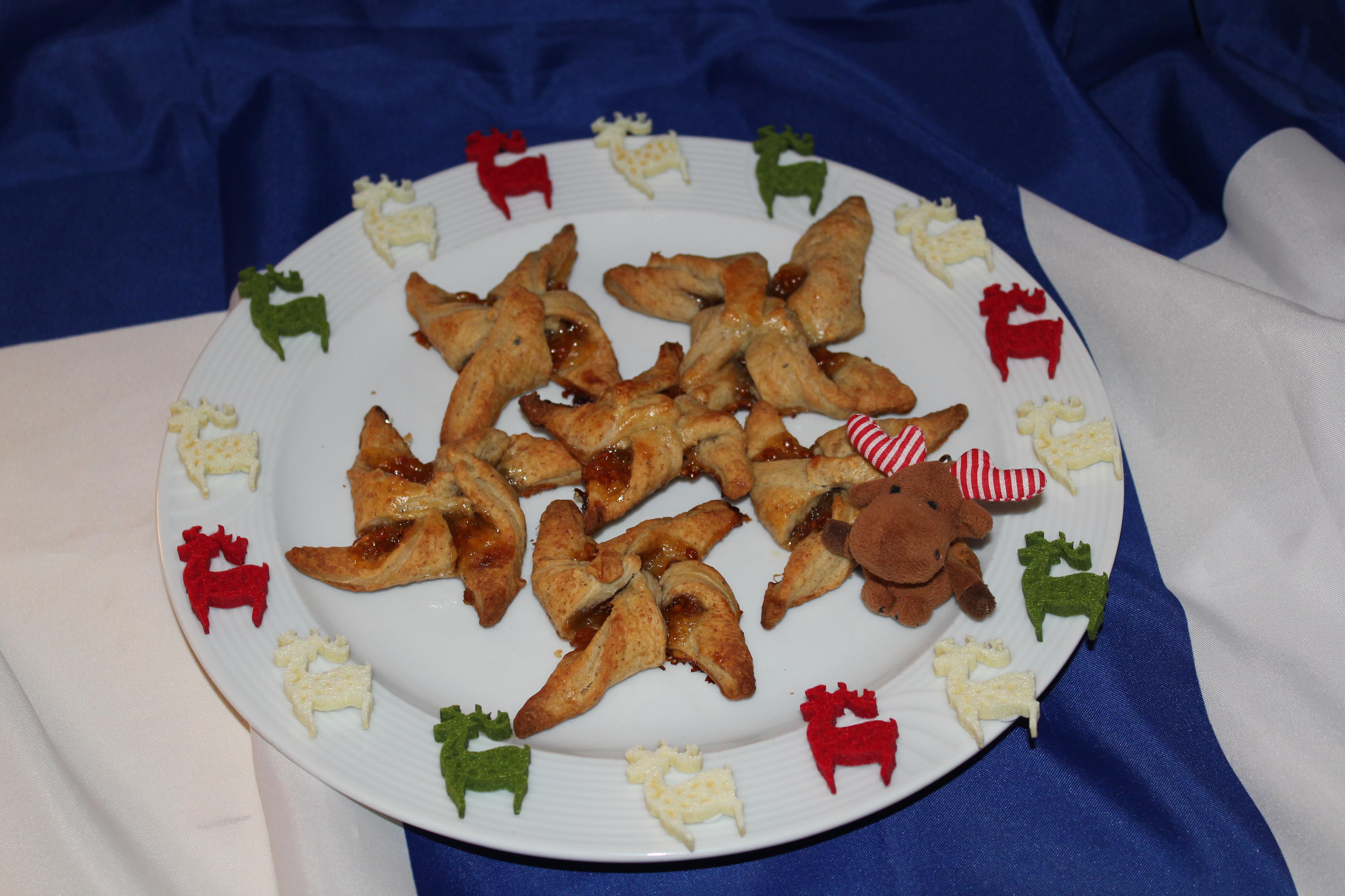 (FOTO:Finntastic) Gemeinsam mit Janne-Oskari habe ich für euch herzhafte Joulutortut, finnische Wichtelsterne, gebacken.