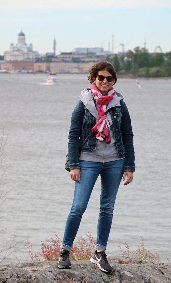Kristina Lagom vor der Silhouette von Helsinki