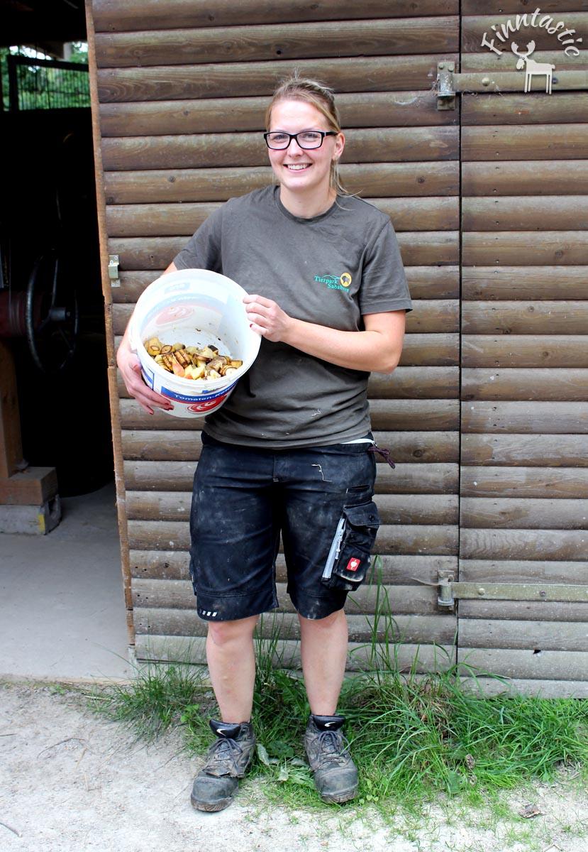 Zootierpfleger Lena vom Tierpark Sababurg