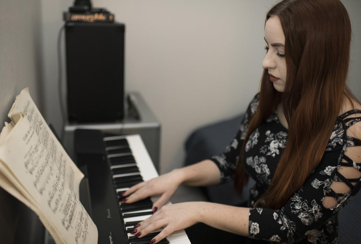 Rececca Spörl on the piano