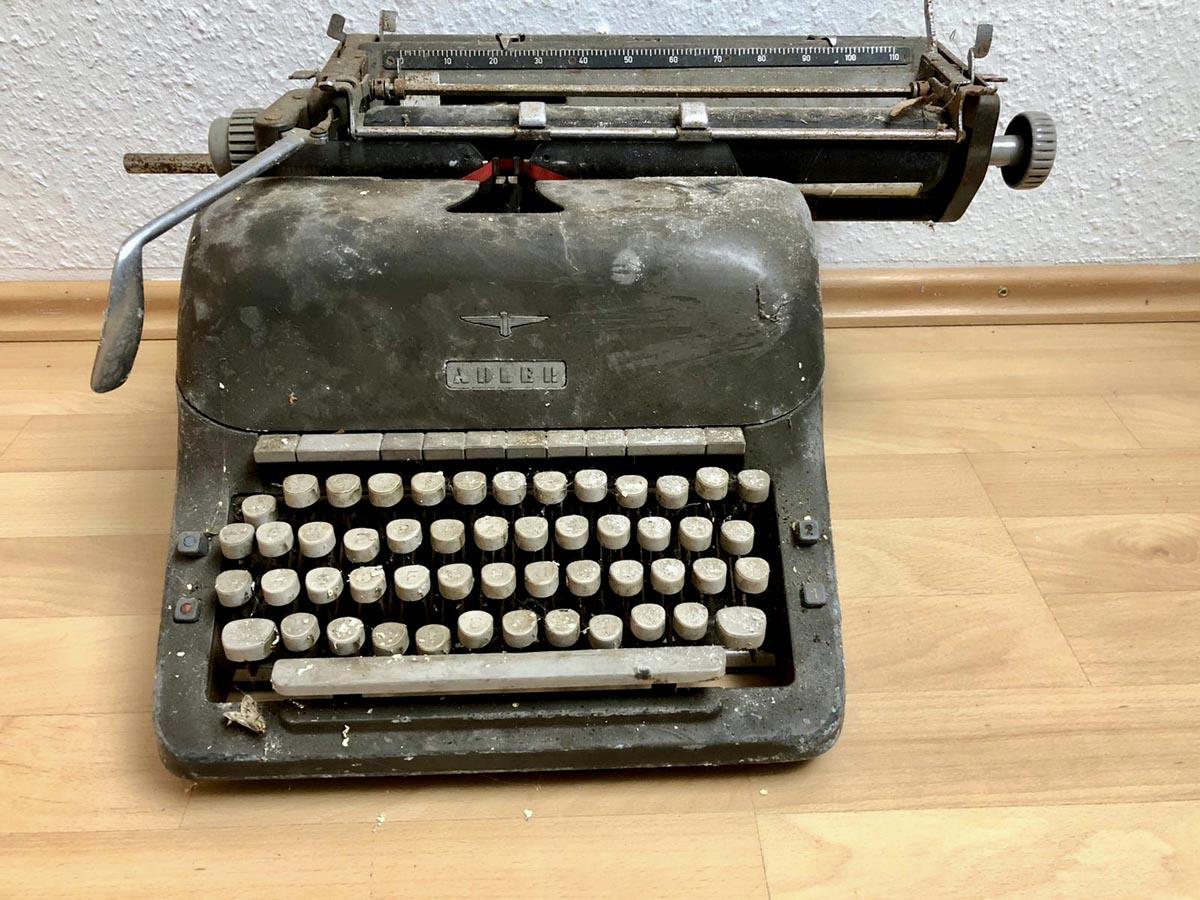 Schreibmaschine_fintouring_erster_Katalog